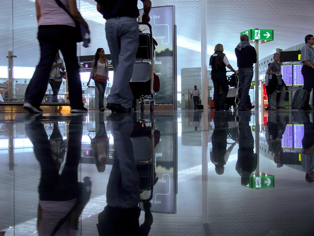 filtros de seguridad del aeropuerto de sevilla, diaz cubero, díaz cubero